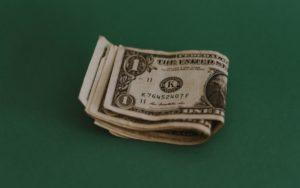 40歳で年収800万円は勝ち組?平均年収や800万超の割合を解説